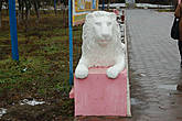 Левый лев у входа. Автор П.А. ЯКУШЕВ