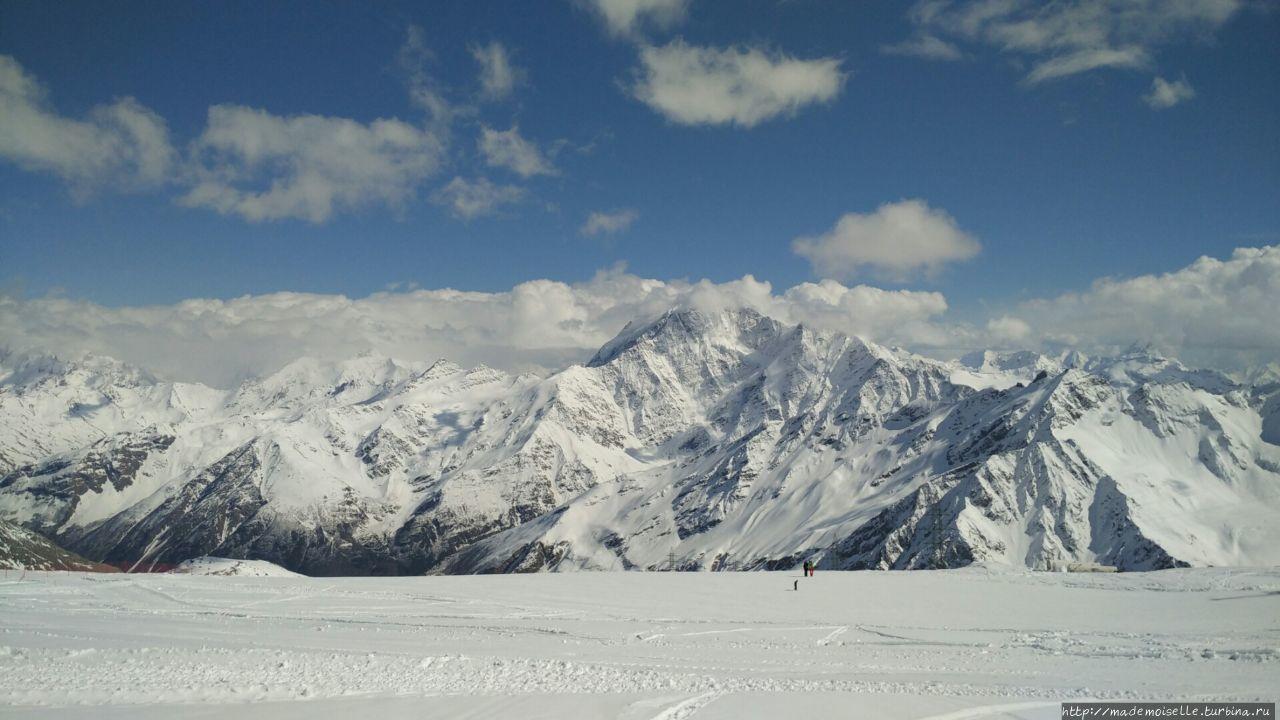 Выше облаков Эльбрус (гора 5642м), Россия