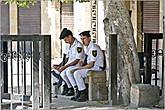 А вот они и сонные охранники. Видимо, есть резон охранять христианские святыни в центре мусульманского мегаполиса... *