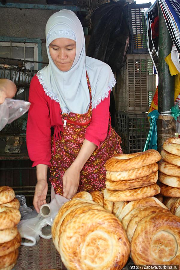Хлеба. Лепешки на молоке самые вкусные, дорогие и красивые.