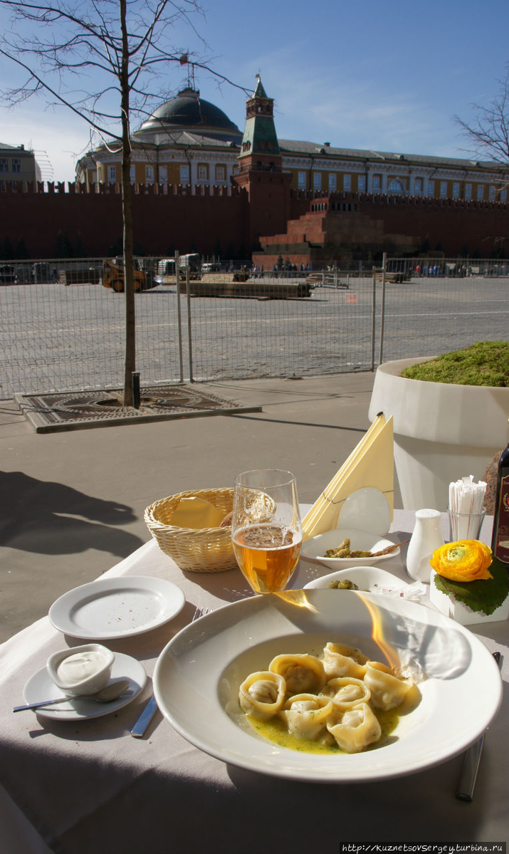 Вид на Красную площадь от столика в Боско Баре