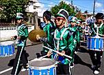 *За ними шествовали тоже музыканты повзрослее, исполнявшие задорные песни под бой больших барабанов