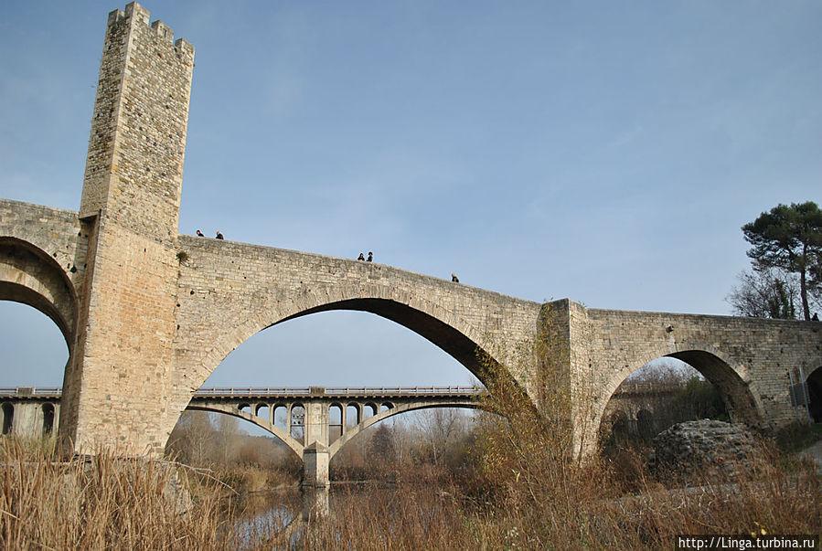 Старый мост в Бесалу Бесалу, Испания