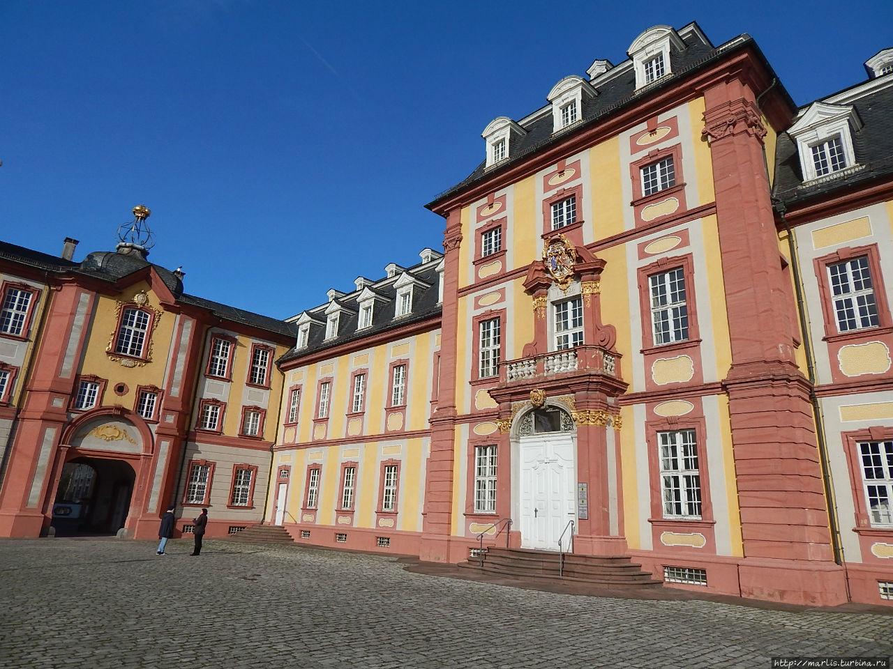 Парадный вход во дворец Брухзаль