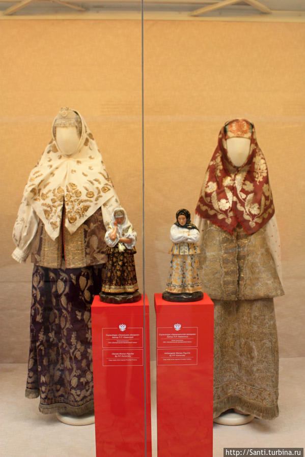 Олонежская и архангельская женщины