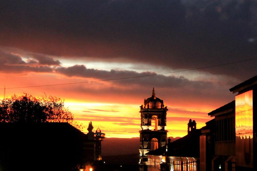 вечерний вид на башню с главной площади города