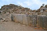 Около северо-западной башни, которая когда-то служила дворцом мамелюкского военного правителя Билика, найдена огромная надпись — частью еще в 19 в., частью при раскопках 1996 г. — и теперь стало возможным ее прочитать. Надпись эта сделана по приказу султана Байбарса.