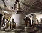 По рисункам на потолке пещер вполне можно изучать историю Шри-Ланки.  Здесь не только изображения Будды и история буддизма в картинках, но и воспроизведены некоторые события из жизни вполне реальных королей острова. Например, как король Виджай, основавший сингальское государство, высадился на остров. Многие рисунки закрашивались, и на них наносились новые сюжеты, более позднего периода.