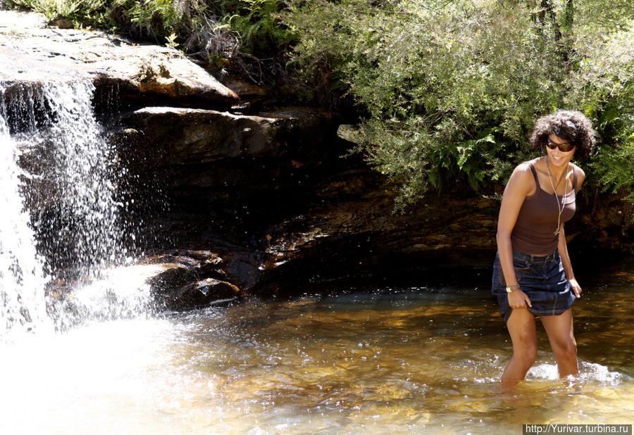 Приятно подродить в жару по прохладной воде Сидней, Австралия