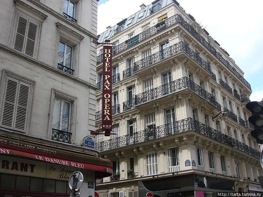 Отель со стороны улицы Тревиз