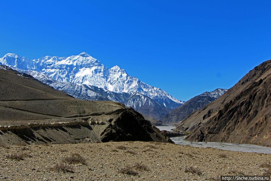 опять оглянулся на Кагбени... Тангбе, Непал