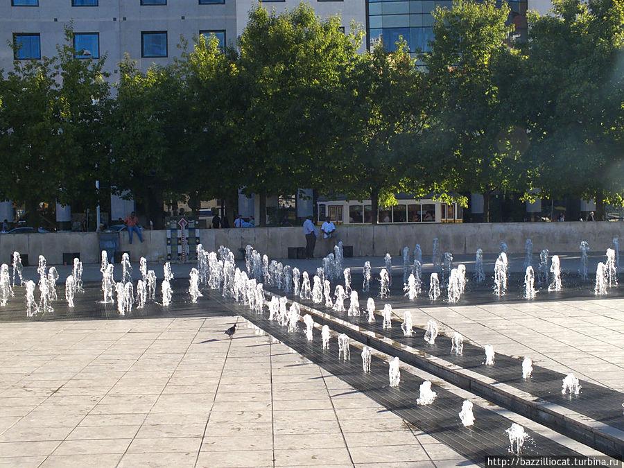 И фонтаны по всей длине площади — особый кайф