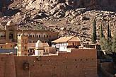 Основан в IV веке в центре Синайского полуострова у подножья горы Синай (библейская Хорив). Укреплённое здание монастыря построено по приказу императора Юстиниана в VI веке.