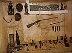 Также — предметы, найденные в катакомбах. Конечно, ценных экспонатов здесь нет: исследователи катакомб предпочитают забирать их домой, для личных коллекций.