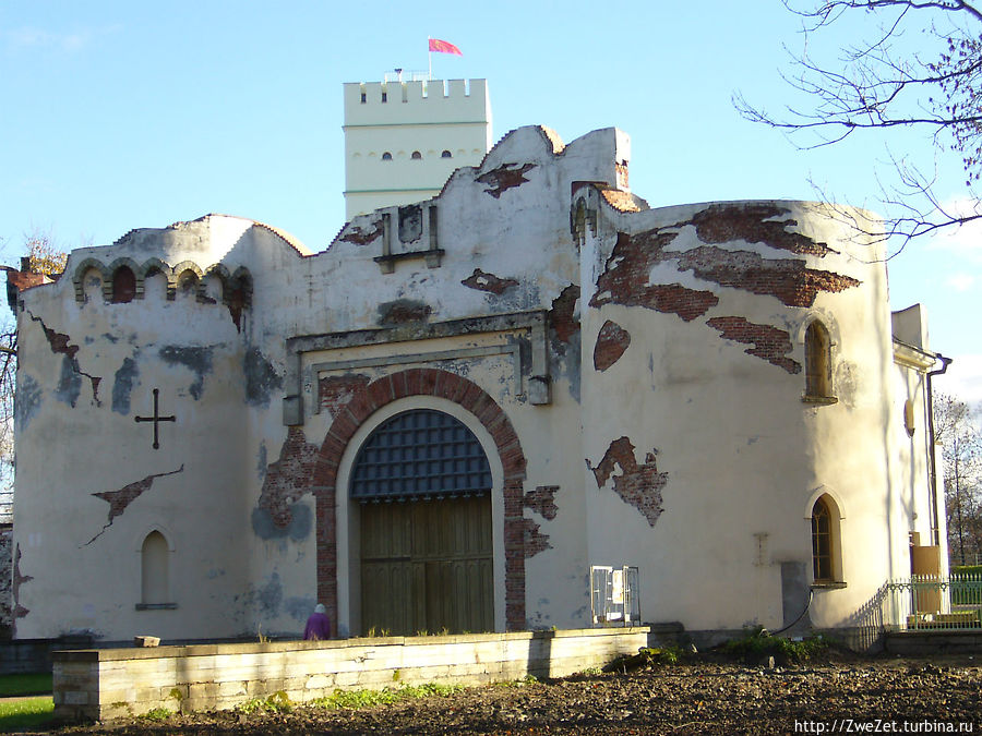 Ворота-руины