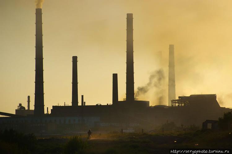 Завод на закате