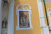 На южной стене собора видна фреска первой половины 19в. — образ святого князя Романа Угличского, с чьим именем предание долгое время связывало постройку первого Преображенского храма.