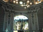 Зал аббатов, названный так в честь 16 выдающихся аббатов Фекана. Витраж