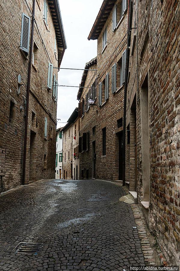 Урбино, великолепный даже в непогоду Урбино, Италия