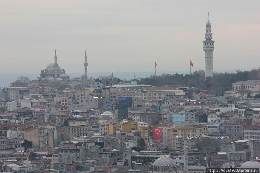 Вид на башню Биязет и мечеть Нуросмание.