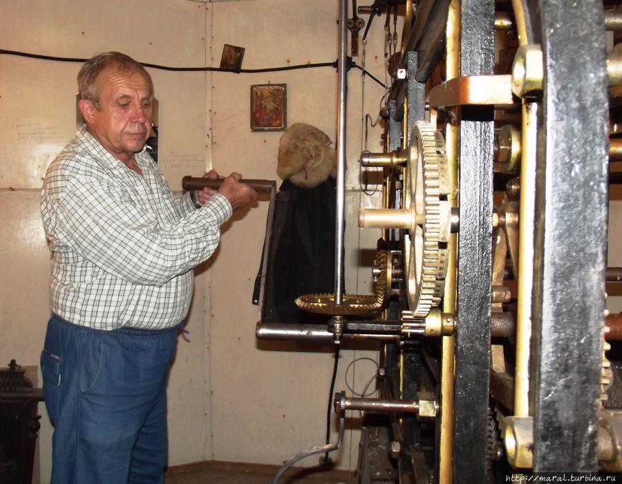 Мастер Владимир Шабаев оживил рыбинские куранты и ухаживает за ними вот уже 18 лет