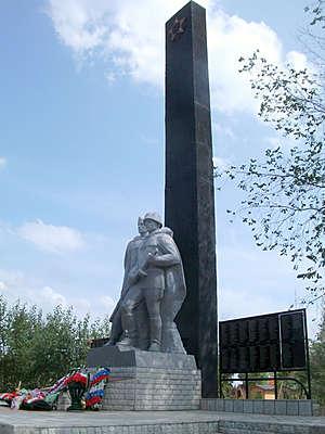 Памятник погибшим в ВОВ яровчанам.
