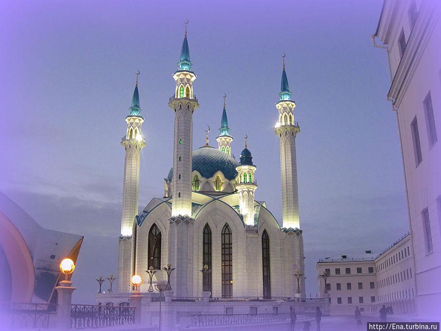 Мечеть Кул Шариф в новогоднем убранстве