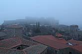 В тумане мавританская крепость Алькасаба — высшая точка города.
