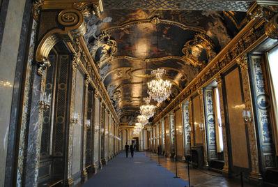 Гранд-галерея, или Зал Карла XI в северном крыле — яркий пример шведского барокко, за образец взят Зеркальный зал Версаля