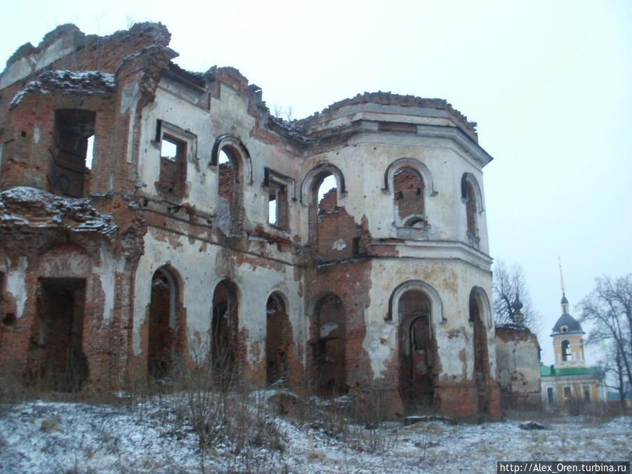 А ведь когда-то Ленинградское бюро путешествий и экскурсий проводило в Гостилицы, Лопухинку и Копорье однодневные воскресные экскурсии.