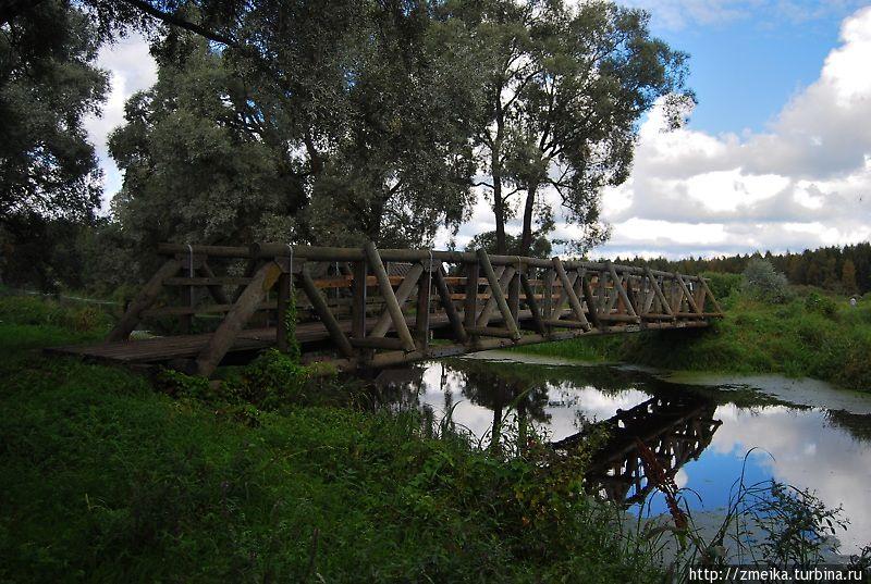 Свернем на мостик, здесь тоже место для отдыха.