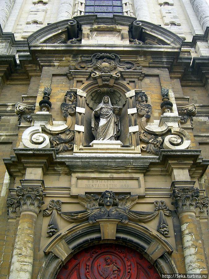 Передний фасад церкви в приближении