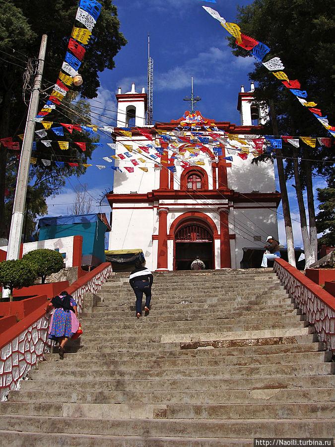 Церковь Эль Серрито находится на самой высшей точке лестницы.