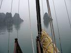 Бухта Халонг. Плывем в тумане