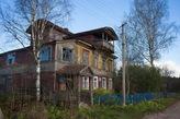 А так выглядит здание почты в той деревне, где стоит скит.