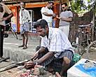 Самое распространенное в Тринкомали мужское занятие, не считая рыбацкого, — торговля, будь то на рынке или просто на мостовой улицы.