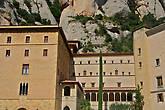 При всей его туристизмости или туристичности, монастырь действующий и в нем постоянно живут до 100 монахов — бенедиктинцев