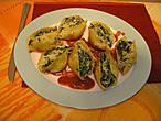 Итальянская паста — большие ракушки, фаршированые шпинатом и овечьим сыром, запеченые в томатном соусе
