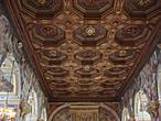Даже потолок — произведение искусства