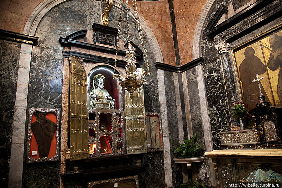 Капелла с реликвиями Св. Франческо.