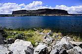 Steamboat rock — огромная скала посреди озера Банкс.