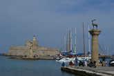 Олени в гавани города Родос