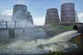 Горячие, отработанные стоки завода ЧМК сбрасываются в отстойники, а затем в реку Миасс. За десятилетия река превратилась в клоаку.