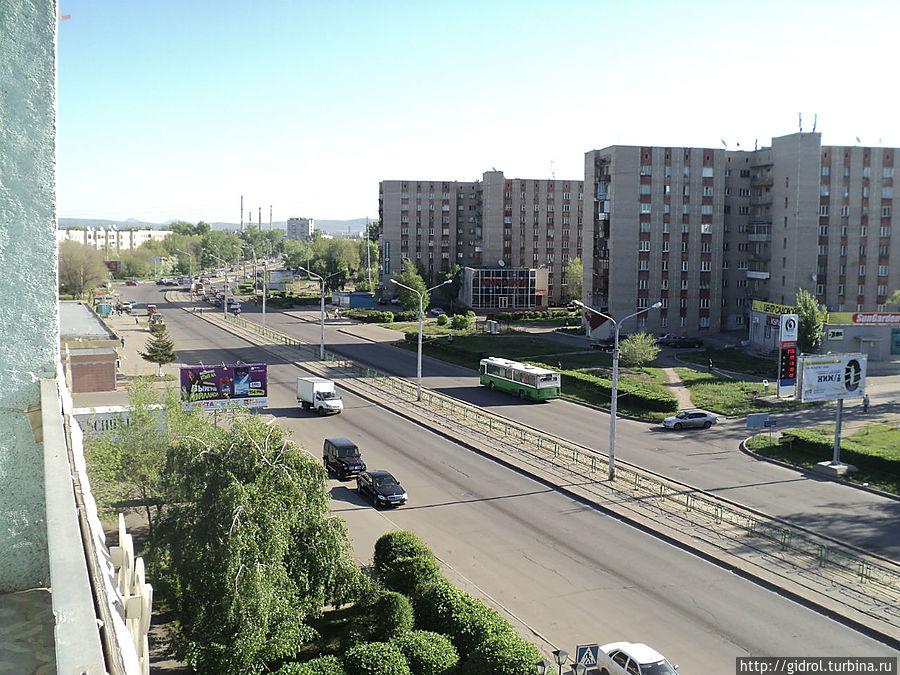 Вид с балкона на ул.Абая