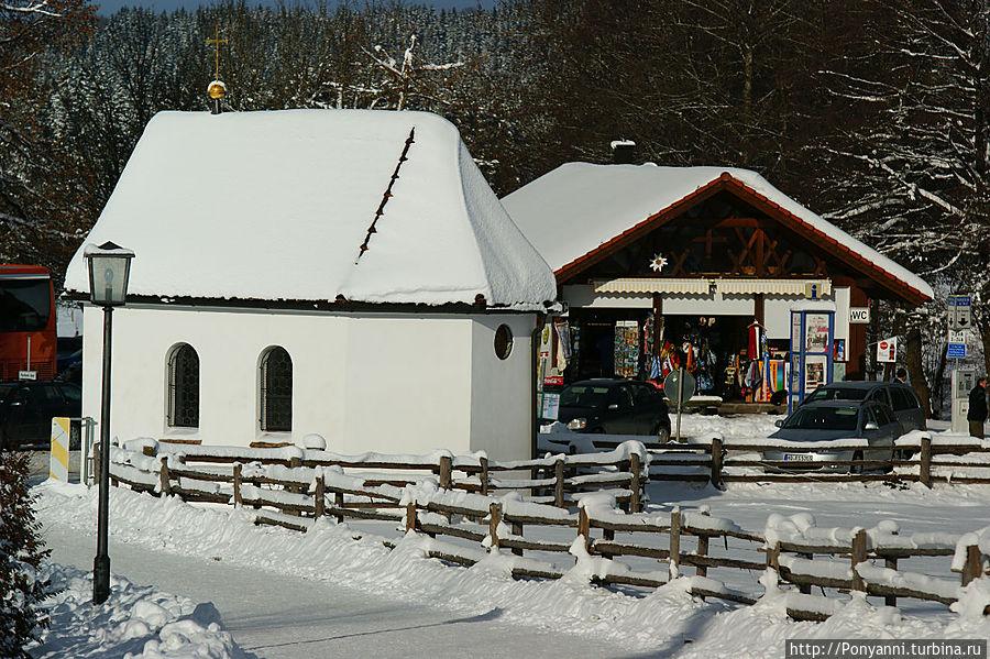 Капелла,где первоначально помещалась фигура Бичуемoго Христа.Зимой обычно закрыта для посещения. Штайнгаден, Германия