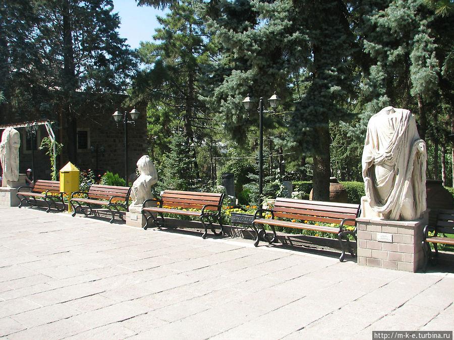 Статуи у музея