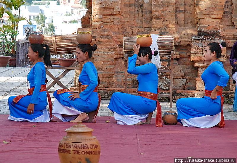 Танцы злых девушек Нячанг, Вьетнам