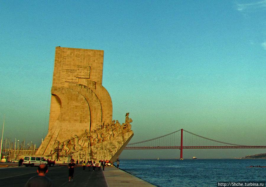 Верером чувствуется сильное отличие в освещении восточной и западной сторон памятника
