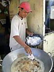 А если вы, глядя на буйство красок, проголодались, здесь же на рынке можно и подкрепиться жареными куриными ножками..