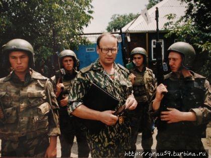 Генерал Романов в центре